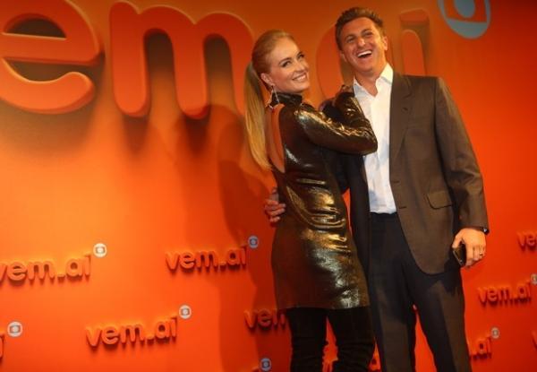 Globo apresenta nova logomarca em festa marcada por falhas técnicas