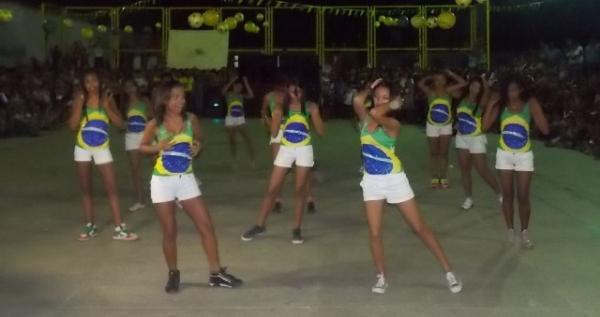 Aniversário da cidade : Noite da educação foi um espetáculo em Canavieira  - Imagem 47