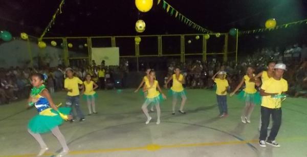 Aniversário da cidade : Noite da educação foi um espetáculo em Canavieira  - Imagem 52
