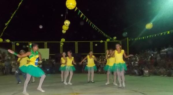 Aniversário da cidade : Noite da educação foi um espetáculo em Canavieira  - Imagem 50