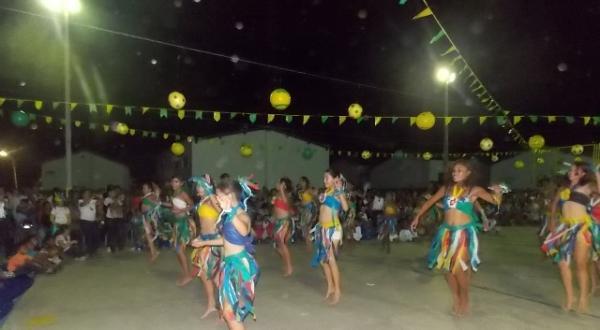 Aniversário da cidade : Noite da educação foi um espetáculo em Canavieira  - Imagem 58