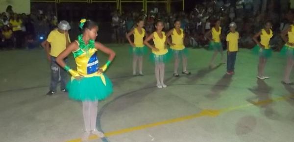 Aniversário da cidade : Noite da educação foi um espetáculo em Canavieira  - Imagem 51
