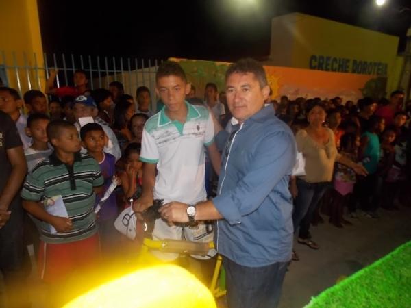 Canavieira comemora 22 anos com inaugurações, corte de bolo e muita festa.  - Imagem 13