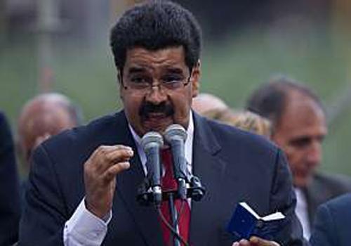 Em meio à inflação alta, Maduro aumenta salário mínimo em 30%