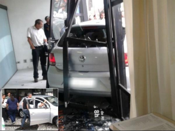Mulher com CNH vencida erra baliza e quase atropela pessoas em Curitiba