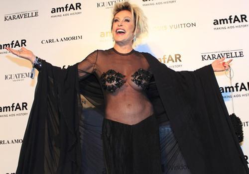 f5f166e9e Ana Maria Braga ousa ao usar um look bastante transparente em baile  fotos