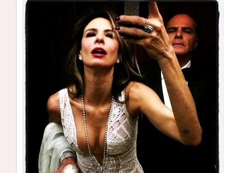 Luciana Gimenez quase mostra demais em