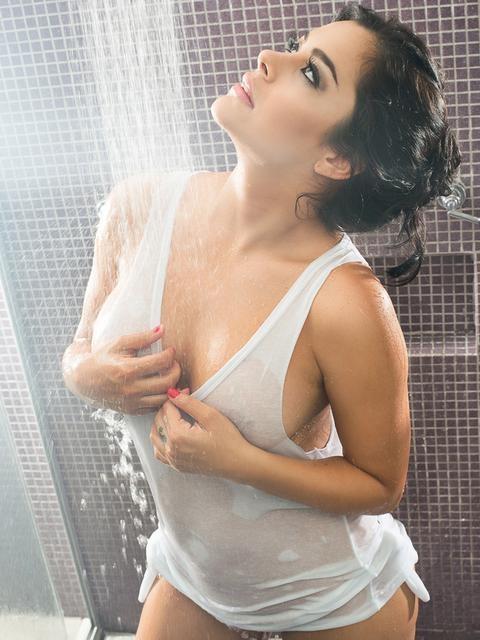 Modelo paraguaia Larissa Riquelme vira garota-propaganda de produtos eróticos; veja ensaio!