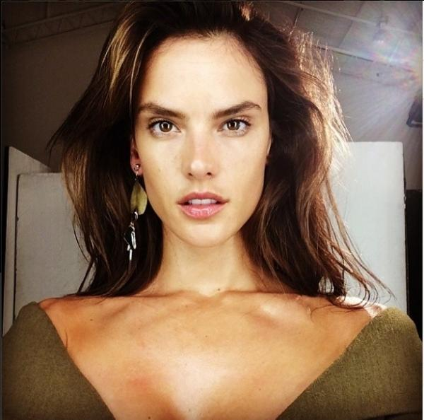 Alessandra Ambrio posta foto sem maquiagem para projeto secreto
