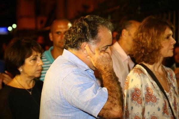 Após velório aberto ao público, corpo de José Wilker será cremado em cerimônia restrita no Rio de Janeiro