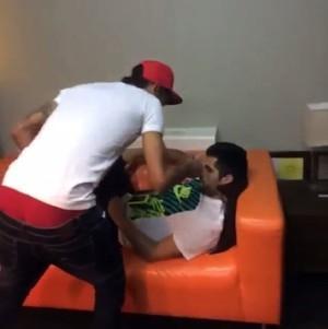 Após vitória, Neymar curte noite de sábado com amigo e a irmã Rafaella