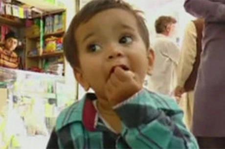 Bebê é acusado de assassinato no Paquistão