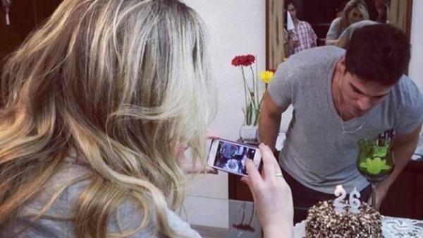 Ex-BBB Fernanda Keulla posta foto e afasta rumores de crise no namoro com André