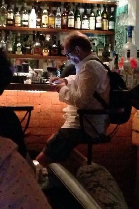 Jos Wilker  fotografado em restaurante, poucas horas antes de morrer
