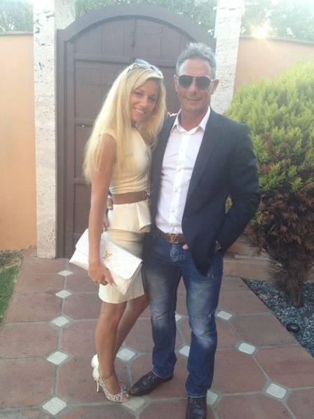 Ex-namorada de milionário morto com vários tiros, modelo se entrega à polícia após ser acusada