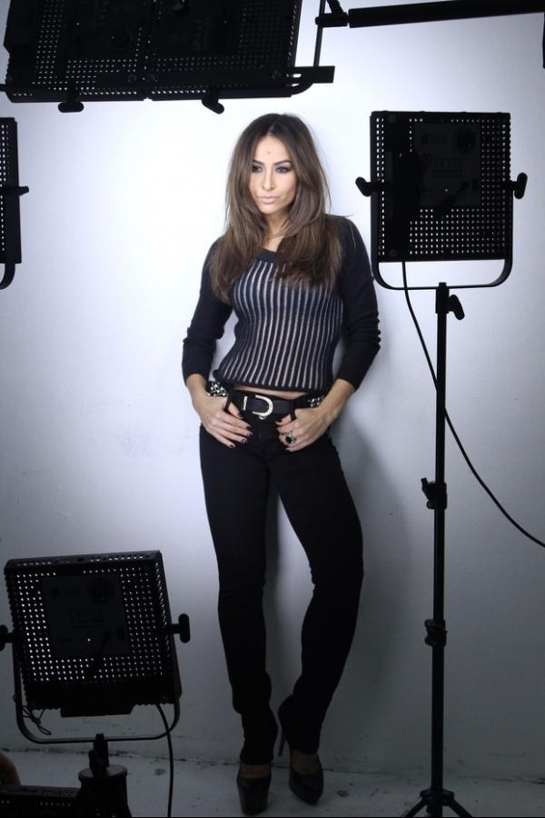Sabrina Sato posa para campanha de marca de roupas
