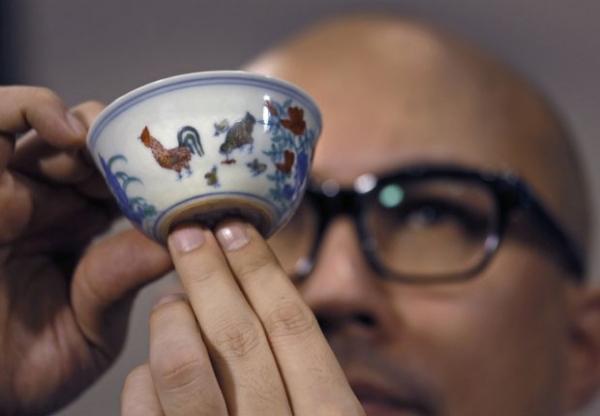 Tigela da dinastia Ming  vendida pelo pre輟 recorde de R$ 80 milhs