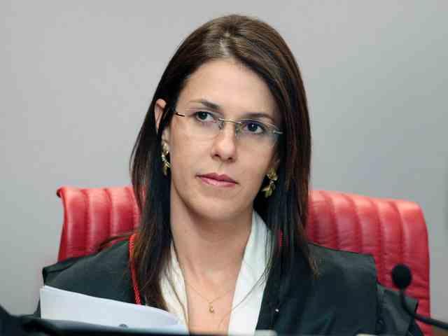 Ministra Luciana Lóssio, pede vistas no processo de registro da candidatura de Everardo Moura