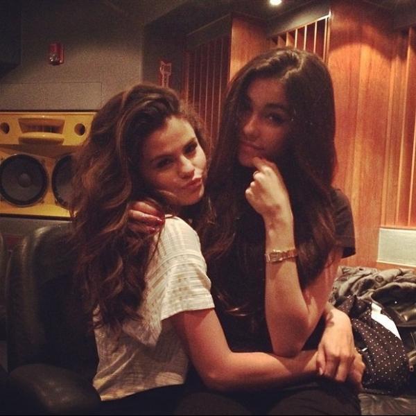 Justin Bieber e Selena Gomez se reencontram em est棈io de Miami