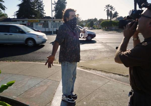 Americano escapa de processo por pintar falsa faixa de pedestres