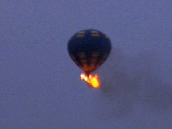 Balão de ar quente com tripulantes pega fogo e desaparece nos EUA