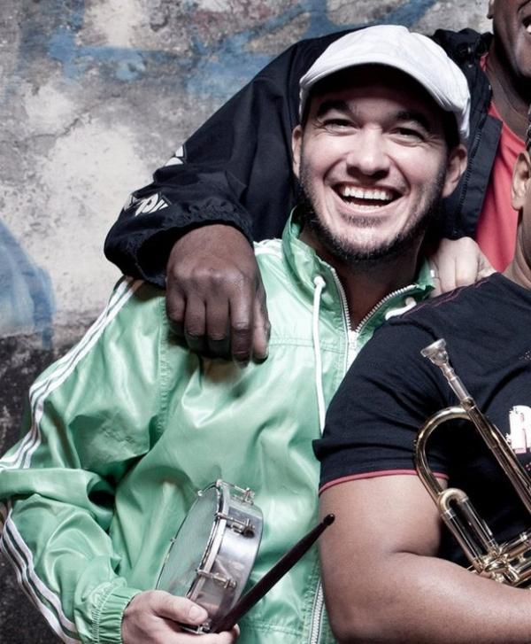 Filho de Erasmo Carlos sofre acidente de moto e está em coma induzido