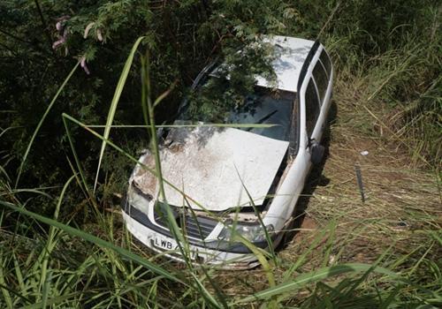 Carreta tomba e por pouco não deixa vítimas em acidente na BR. 316