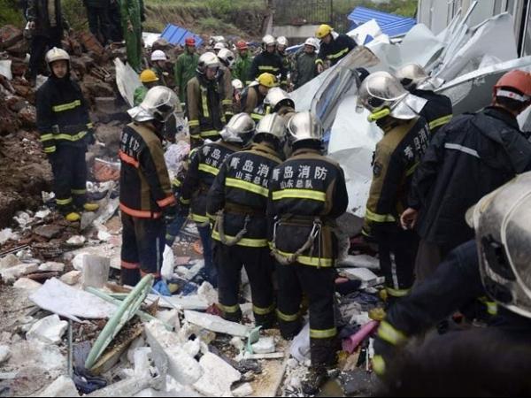 Desabamento de muro por fortes chuvas deixa mortos na China
