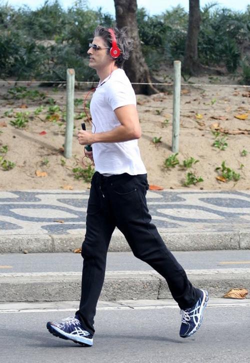 Em forma! Reynaldo Gianecchini se exercita no Rio de Janeiro