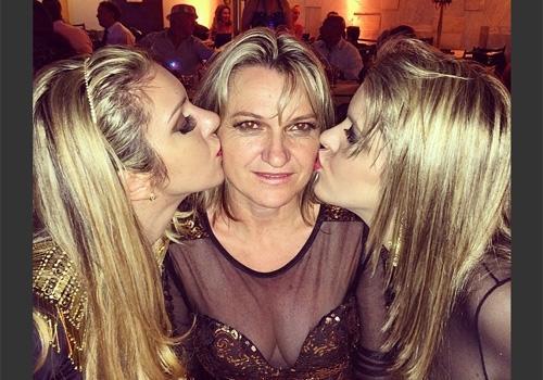 Mãe de famosos são homenageadas com suas fotos na internet