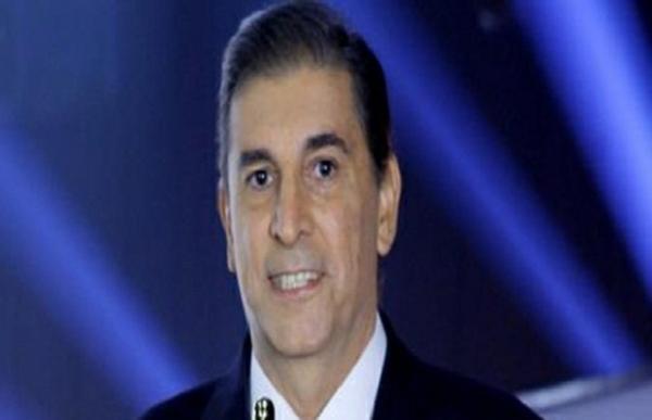 Após 9 meses afastado para tratar câncer, Carlos Nascimento volta à TV