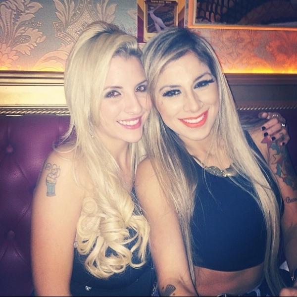 Ex-BBBs Clara e Vanessa saem para jantar: