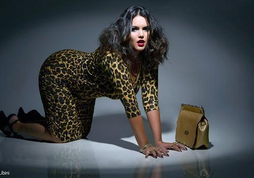 Modelos plus size posam sexy para protestar contra preconceito
