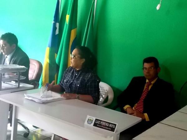 Prefeita Gadocha prestigia  reunião da Câmara de vereadores em Canavieira  - Imagem 2