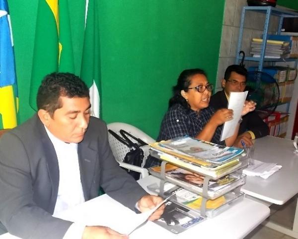 Prefeita Gadocha prestigia  reunião da Câmara de vereadores em Canavieira  - Imagem 1