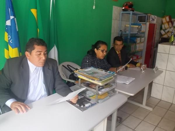 Prefeita Gadocha prestigia  reunião da Câmara de vereadores em Canavieira  - Imagem 3