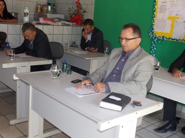 Prefeita Gadocha prestigia  reunião da Câmara de vereadores em Canavieira  - Imagem 11