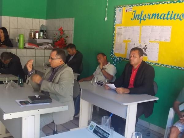 Prefeita Gadocha prestigia  reunião da Câmara de vereadores em Canavieira  - Imagem 5