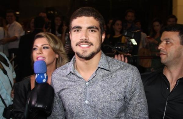 Ap recusar cinco convites, Caio Castro deve fazer novela em 2015