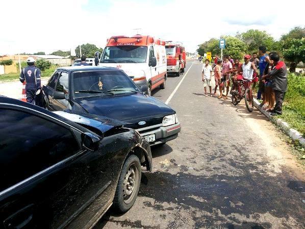 Idoso sofre acidente automobilístico ao invadir a contramão