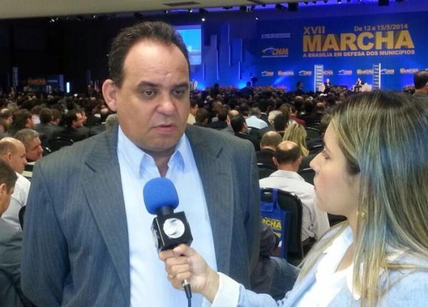 Wellington Dias recebe prefeitos que participaram do segundo dia da XVII  Marcha