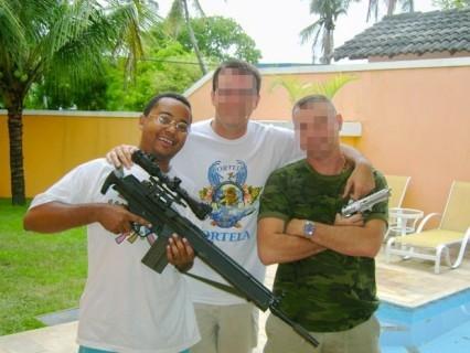 Dudu Nobre explica por comunicado foto em que aparece segurando fuzil
