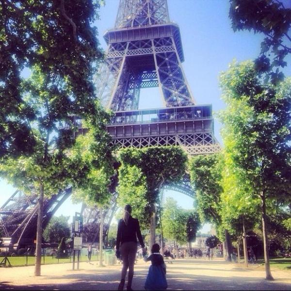 Grazi Massafera curte Paris com a filha, Sofia