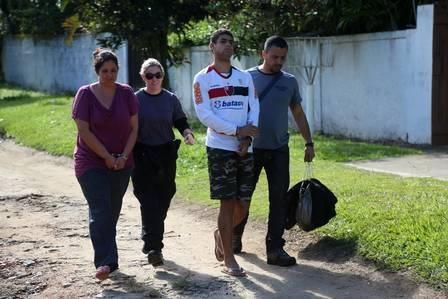 Jovem pode ter sido morta em ritual religioso; pai, mãe e irmão são presos