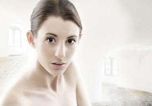 Nude luminoso é nova aposta para parecer sem maquiagem