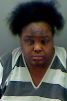 Mulher de 31 anos é presa após fingir ser estudante de 15