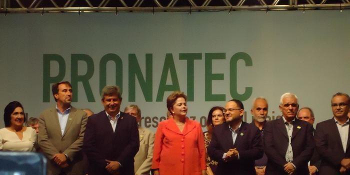 PRONATEC: Alunos de Angical participam de solenidade de entrega de certificados em Teresina