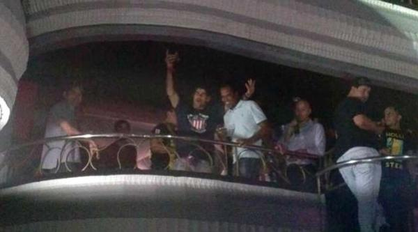 Diego Costa faz a festa em casa noturna de Madri após garantir título espanhol
