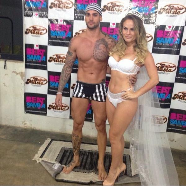 Ex-BBBs Natalia Casassola e Rodrigo posam com fantasias de sex shop