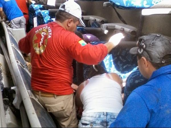 Ônibus tomba em rodovia e deixa mortos e feridos no Ceará